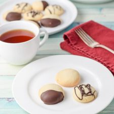 Plated delicious dunking shortbread cookies
