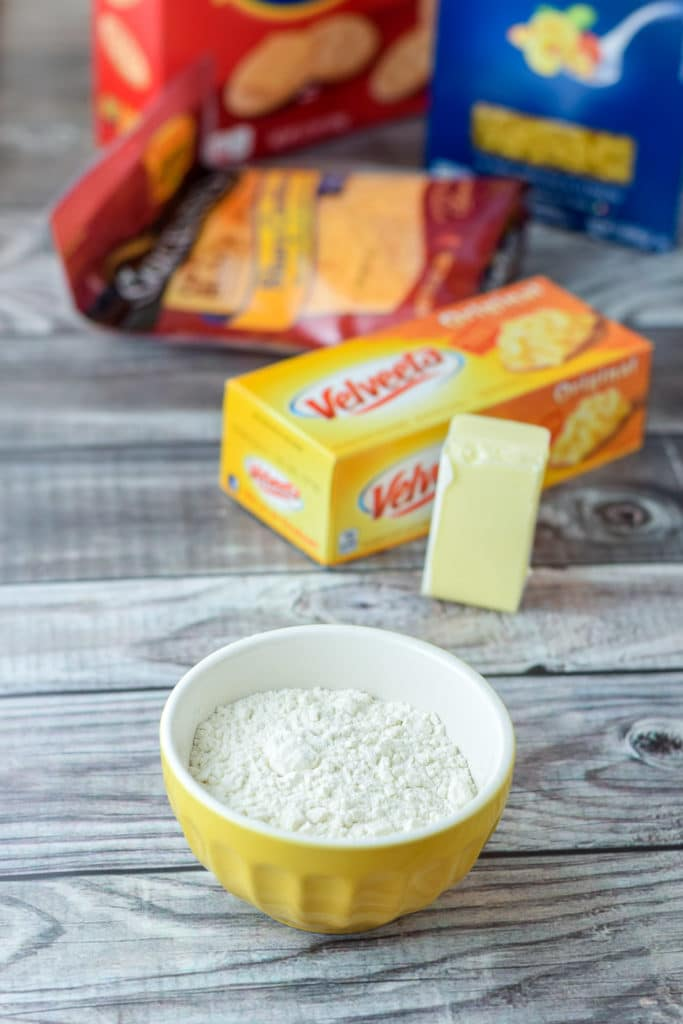 Ingredients for the creamy mac and cheese recipe