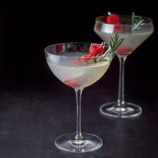 Mistletoe Martini | The Kissing Cocktail