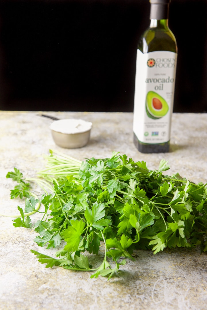 Parsley, yogurt and avocado oil for the parsley avocado spread