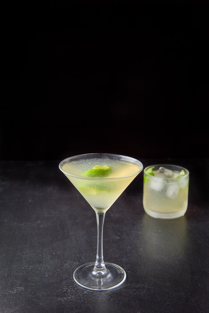 The French gimlet poured into the glasses